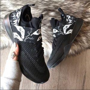 Nike Shoes - NWT🖤Nike Air Zoom Strong Floral Black 5cdceab81